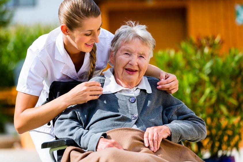 Pflegehilfe und ganzheitliche 24 Stunden Pflege durch polnische Pflegekraft.