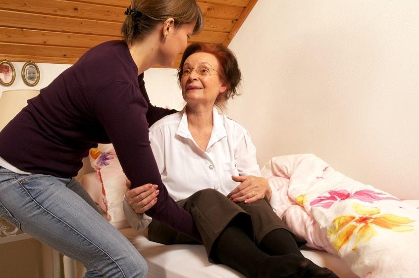 Polnische Pflegekräfte unterstützen Ihre Angehörigen rund um die Uhr bei der 24-Stunden-Pflege im gewohnten Zuhause.