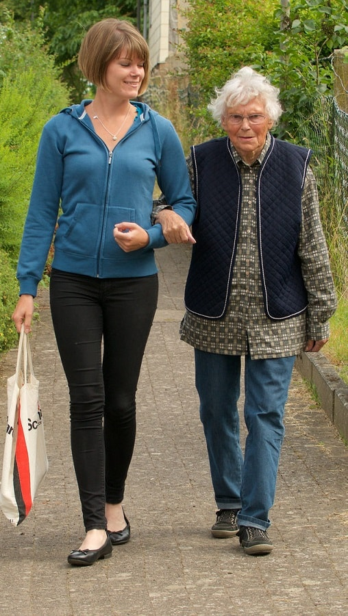 Polnische Pflegekräfte helfen im Alltag und der in der häuslichen Pflege.