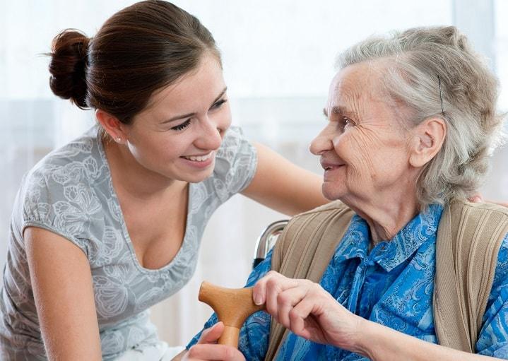 Unsere Pflegekraft aus Osteuropa hilft Ihnen rund um die Uhr im Alltag und im Haushalt. Ganzheitliche Pflege 24 Stunden.