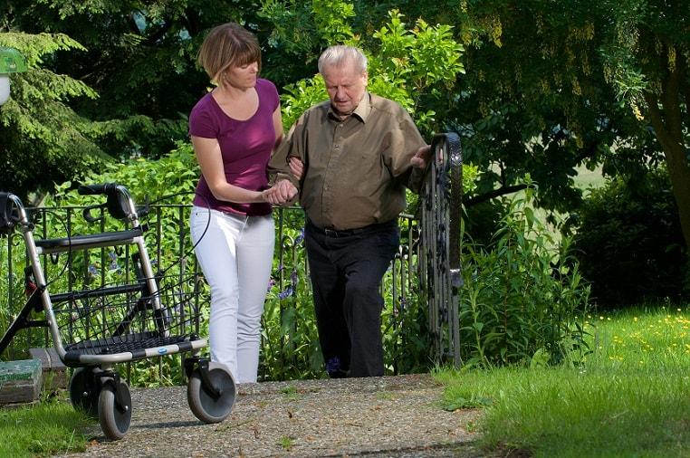 Private Tagesbetreuung für Senioren: Spaziergänge, Einkäufe, Behördengänge. Polnische Tagespflege bietet viele weitere Vorteile!