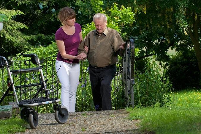 Seniorenbetreuung aus Polen: Haushaltshilfe und Fürsorge durch fachlich geschulte Seniorenbetreuer.